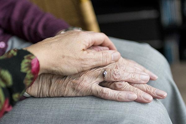 Beschäftigen Sie Ausländer mit Aufenthaltsstatus für die Pflege