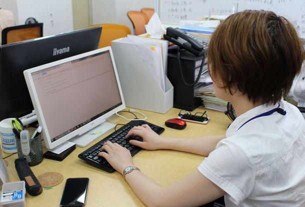 外国人雇用時のビザ申請書類チェック「ベトナビ」を開始