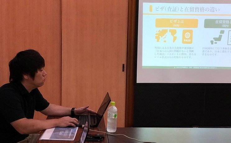 由布院温泉で開催された「宿泊業界向け外国人雇用セミナー」に登壇